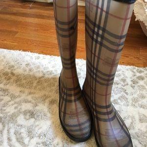 Burberry rain boots, Excellent condition